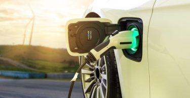 Quels sont les avantages de recharger sa voiture électrique grâce à de l'électricité verte avec EDF ?